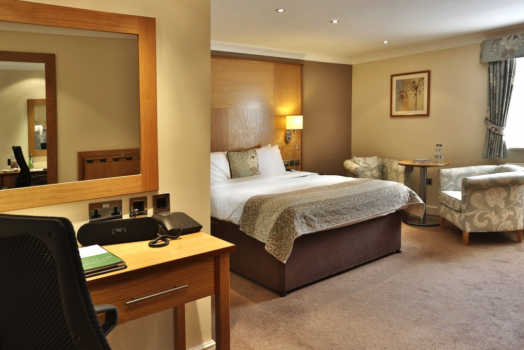 Yew Lodge - Superior twin bedroom